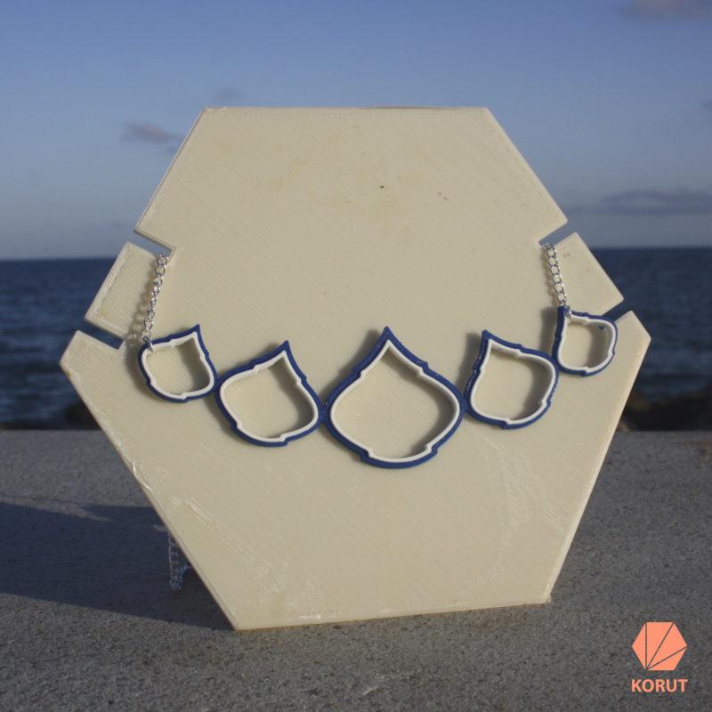collar arabic azul